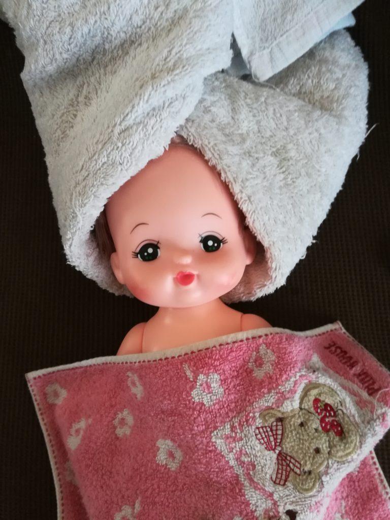 メルちゃんの髪の毛お手入れ方法!手順その3:タオルドライして大まかに水分をとる